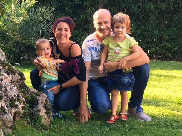 Amaia-Biurrun-con-su-familia